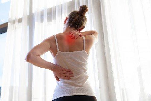 contracturas-espalda-mujer
