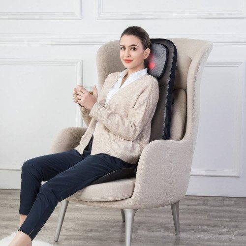 masaje competo chica en sofa silla